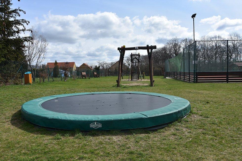 Dětské hřiště v Nezabylicích.