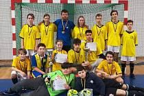 Vítěz futsalového turnaje starších žáků v Kadani ZŠ Chomutovská Kadaň.