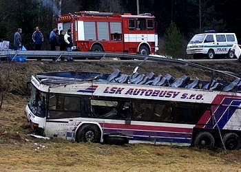 Autobus po nehodě u Nažidel z roku 2003.