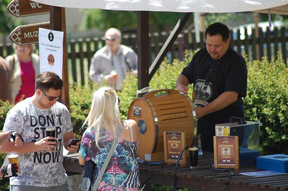 U stánku chomutovského pivovaru Karásek a Stülpner.