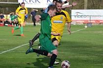 Fotbalisté Sokola Perštejn (zelení) vyhráli na penalty.