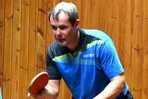 Nejúspěšnějším hráčem KST Jirkov je Jiří Šmucr na snímku. Je také nejlepším hráčem celé divize ve dvouhrách.