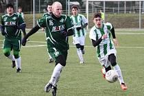 Dorost FC Chomutov (v pruhovaném) - Spartak Perštejn 3:1