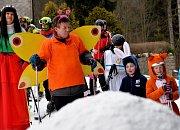 Motýl Emanuel je nejen gentleman, ale i dobrý lyžař.