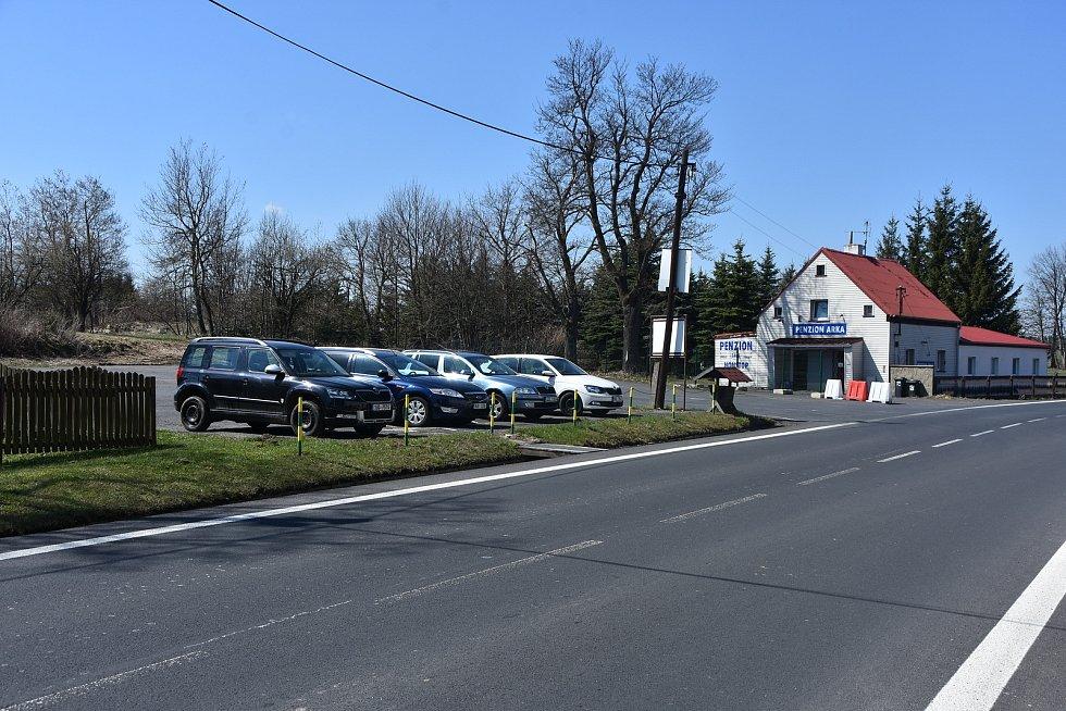Parkoviště před posledním vykřičeným domem v Křimově