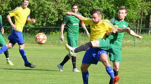 Kadaň (ve žlutém) složila společný tým Jiřetína a Litvínova.