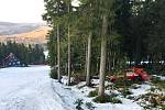 Někdo vyrazil autem na sjezdovku skiareálu Klínovec, ohrozil lidi i zvěř