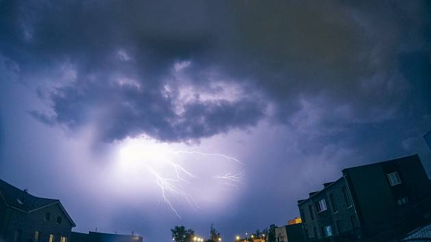 Bouřka v Chomutově v noci na 11. června