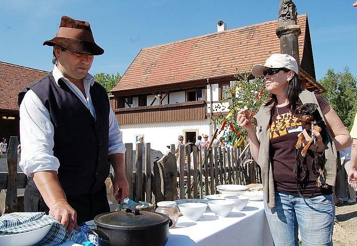 Návštěvníci si pochutnali na domácích sýrech.