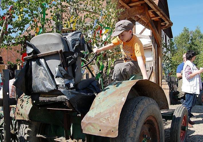 Malí návštěvníci mohli prozkoumat staré zemědělské stroje.