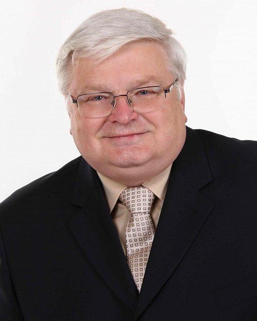 Ladislav Drlý - KSČM, 60let, krajský radní. Politický matador, exsenátor, nejzkušenější místní politik.
