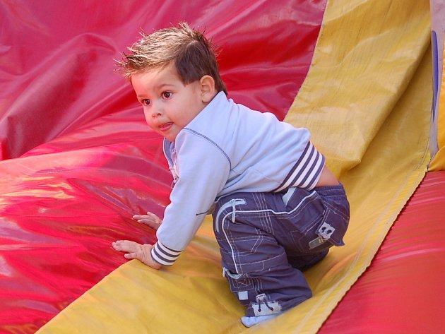 Na Hornické pouti se baví dospělí i děti. Snímek je z loňského ročníku.