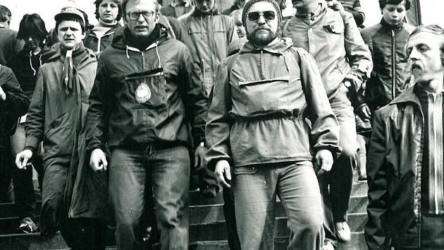Seriál Jak jsme žili v Československu se tentokrát podívá do historie Klubu českých turistů. Na snímku je velikonoční pochod na Mědník v dubnu 1981. Pochod se koná dodnes.