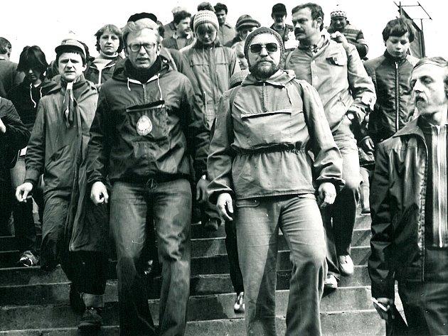 Seriál Jak jsme žili vČeskoslovensku se tentokrát podívá do historie Klubu českých turistů. Na snímku je velikonoční pochod na Mědník vdubnu 1981.Pochod se koná dodnes.