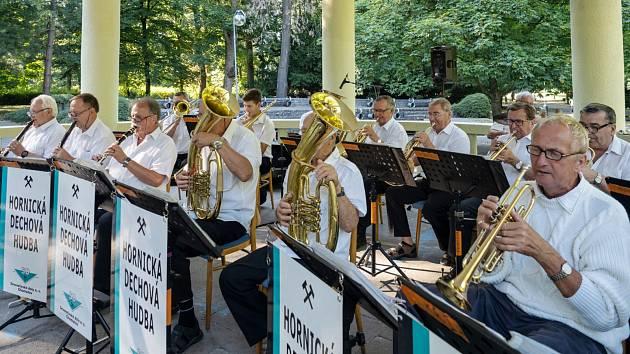 Promenádní koncert v chomutovském městském parku
