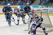 Na ledě chomutovské Rocknet Arény se dnes střetnou dva tradiční soupeři. Start hokejové extraligy se nezadržitelně blíží a zápas slibuje atraktivní podívanou.