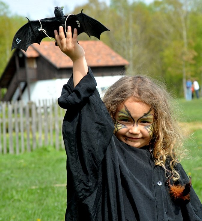 Hod netopýrem byl jednou z čarodějnických soutěží.