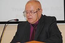 Na snímku, vedoucí finančního odboru Josef Koprušťák, který se na radnici v Jirkově stará o finance.