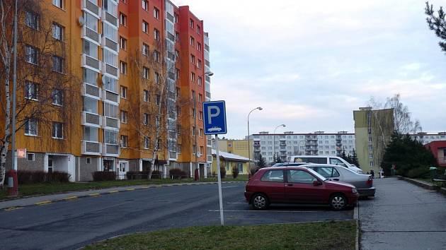 Nejen v Polní, ale i v okolních ulicích budou lidé snáze hledat místo na zaparkování bez nutnosti projíždět celé sídliště.