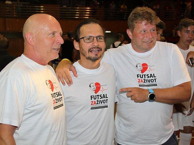 Tomáš Neumann, Vladimír Mikuláš a trenér fotbalové reprezentace ČR Karel Jarolím (zprava).