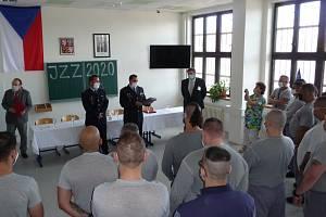 Ve Věznici Všehrdy slavnostně zakončili školní rok.