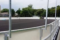 Poblíž hřiště pozemního hokeje u kadaňských Rooseveltových sadů roste nové hřiště pro hokejbal.