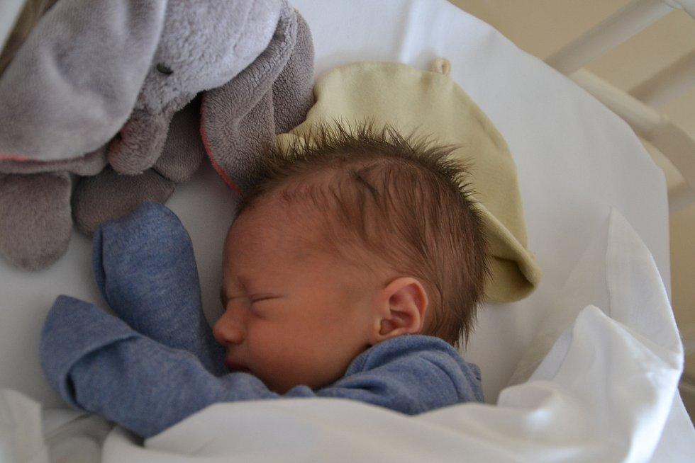 Matěj Prejza se narodil 24.11. v 17:28 rodičům Simoně a Martinovi Prejzovým. Měřil 48cm a vážil 2700g. Doma v Křímově se na něj těší sestřička Dorotka.