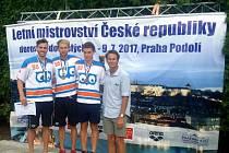 Medailisté 200 znak. Zleva: Tomáš Franta, Roman Dmytrijev, Tomáš Ludvík a společně s nimi Aaron Peirsol.