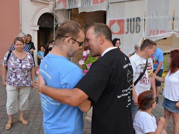 Lubomír Kučera sjedním zhandicapovaných - snevidomým Petrem.