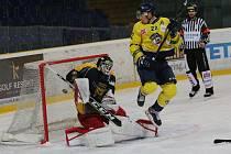Severočeské derby, ve kterém ústecký Slovan (ve žlutém) hostil Kadaň.