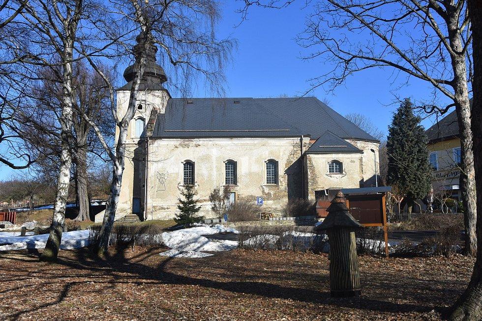 Kostel sv. Michaela archanděla v Blatně ukrývá jeden z největších betlémů v regionu. Figury v životní velikosti vyřezal krušnohorský umělec Josef Šporgy. Lidé je obdivují nejen o Vánocích, ale i dalších kulturních akcích.