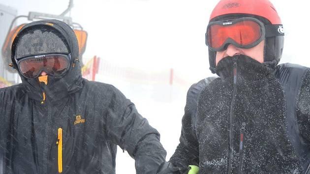 Větrná sobota 15. března na Klínovci.