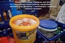 Provoz hygienici zavřeli kvůli nečistotám i prošlým potravinám.