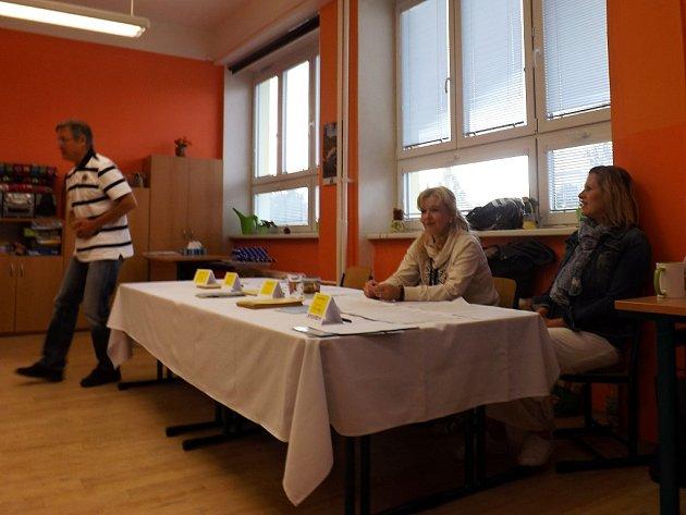 Začátek druhého volebního dne vÚdlicích na Chomutovsku