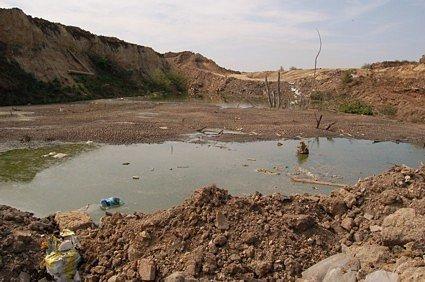 Takto vypadá nebezpečná laguna u Údlic.