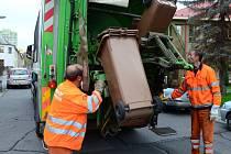 PRACOVNÍCI TECHNICKÝCH SLUŽEB svážejí bioodpad jednou za čtrnáct dní.