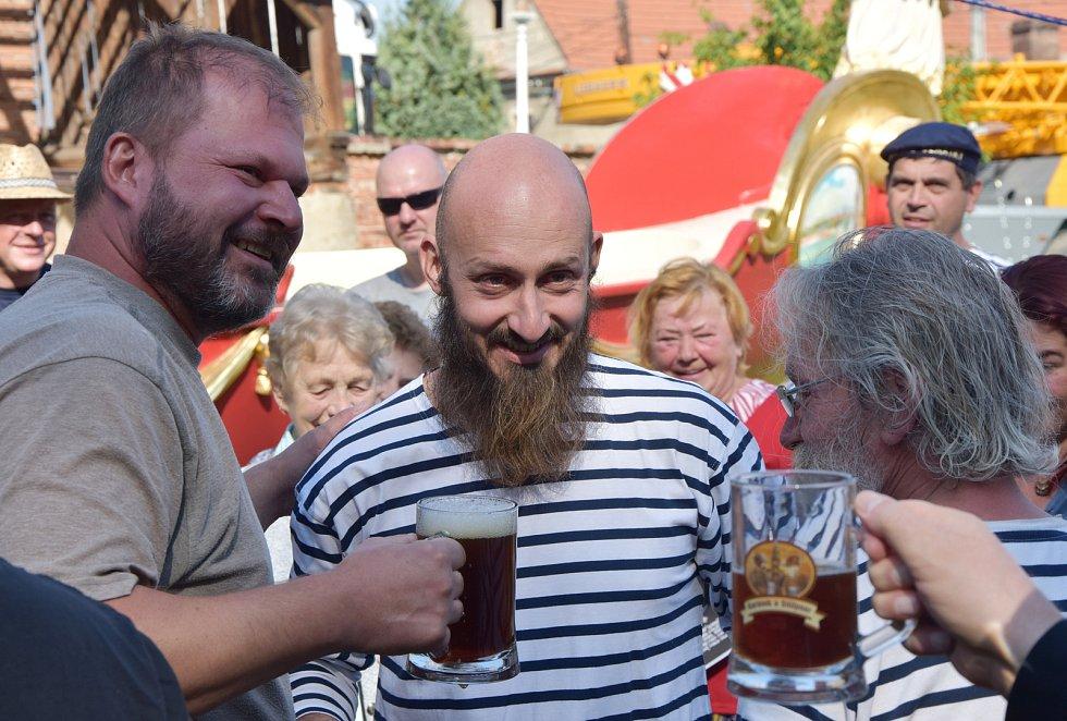 Jirkovský sochař Milan Bezaniuk a Jiří Němec, rodák z Boleboře, který dnes žije v Nehasicích na Lounsku.