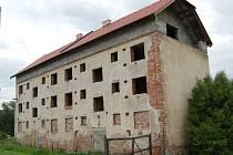 Neblaze proslulý dům, který stojí na průtahu Kláštercem n. Ohří.