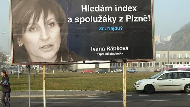 NAJDE JE? Billboardy, dělající si legraci z chomutovské primátorky Ivany Řápkové se objevily třeba v Ústí nad Labem, na Střekově ve Varšavské a Děčínské ulici, či v Klíšské ulici v centru města.