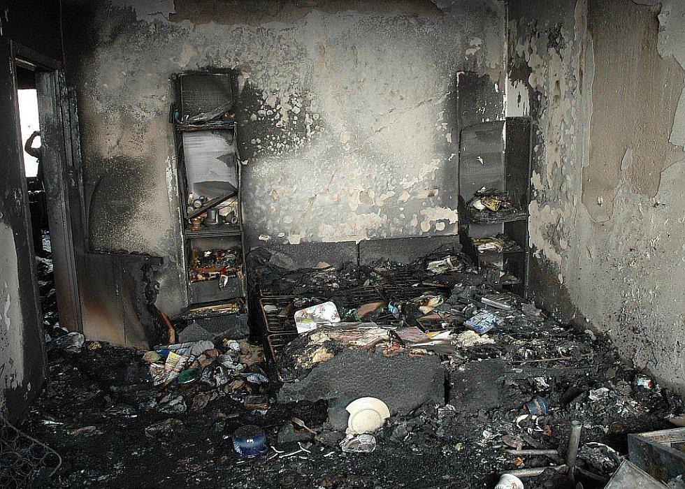 Obývák/ložnice - kompletně vypálené.