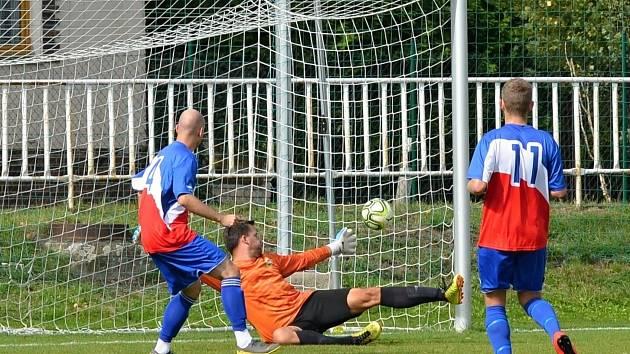 GÓL: Běží 19. minuta utkání a útočník Sokola Březno Martin Pliska poprvé překonává gólmana Strupčic Ondřeje Kosa. Srovnává stav zápasu na 1:1.