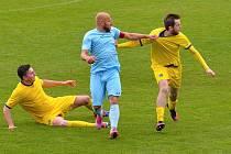 Chomutov (v modrém Patrik Gedeon) začne sezonu v Brandýse.