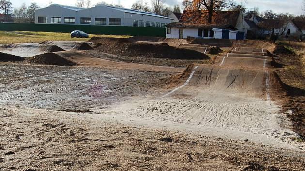 Nové hřiště na bikros v Nezabylicích.