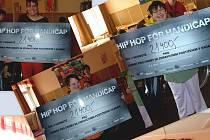 Těmi, kteří přijali pozvání Markéty Szappanosové byli hip hopeři DJ Wich, Ektor, LAV, DSTFRS a tanečníci S/PRAY/LAY a Exclusive Slava Crew. Výtěžek party vyvolal v kadaňském Domově pro handicapované velkou radost.