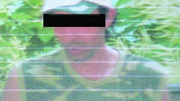 Muž, kterého vyfotily školačky na mobil, po nich prý chtěl orální sex.