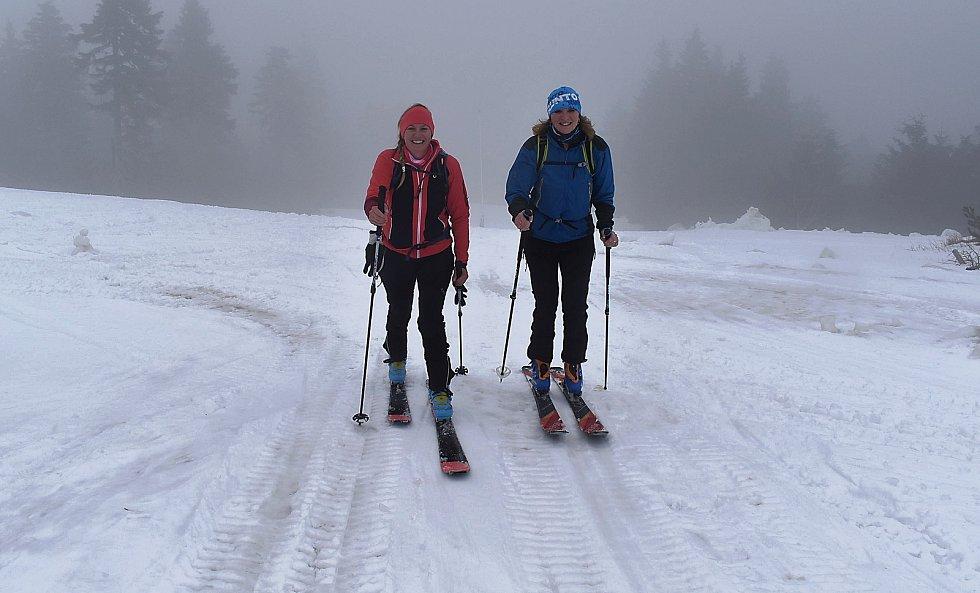 Klínovec nyní využívají hlavně skialpinisté. Na sjezdovky vyrazily také Lenka Danihelová s matkou Lenkou Hlinkovou z Karlových Varů.