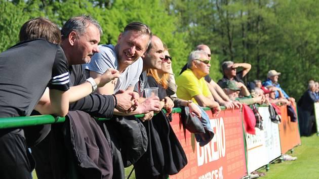 Fanoušci na zápasu Perštejna v krajském přeboru.