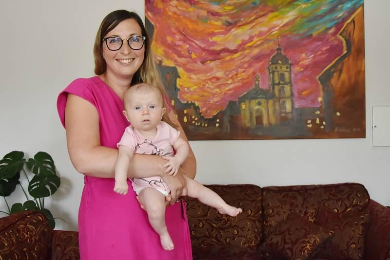 Starostka Jirkova Darina Kováčová s dcerkou Sofií