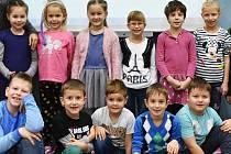 Žáci 1. C ZŠ Zahradní v Chomutově paní učitelky Moniky Charvátové. Asistentkou je Jitka Kočí.