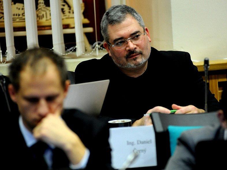 Vpravo Daniel Černý (PRO Chomutov), vlevo David Palán (Strana zelených).